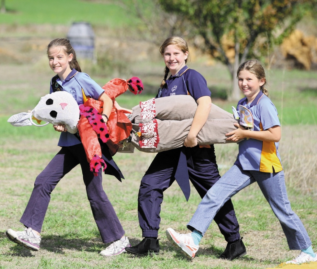 Three local girls prepared for the Harvest festival by making a scarecrow for the competition held at one of the vineyards.