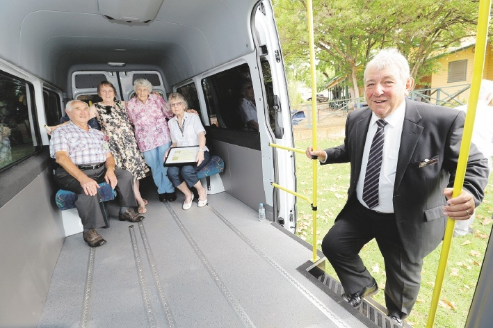 Social Club president John Moss and recidents and sponsors Audrey Shalley,Elsie Brown and Shirley Cook with  Amaroo Board director Norm Smith in the new bus.