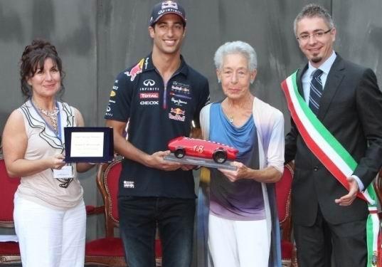 Daniel Ricciardo receives the trophy from Margherita Bandini.
