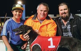 Winning bitch Marie Monelli with Darren Beard, trainer Shane Beard and John Jelf.