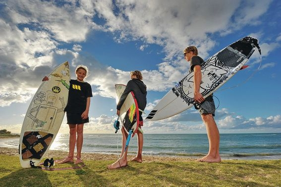 April McPherson (12), her twin brother Maiko and older brother Harry (17). Picture: Jon Hewson www.communitypix.com.au d405141