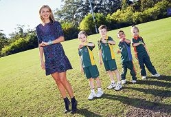 Sarah Murdoch with Beaumaris Primary School students Eve Davidson, Lachlan Boyd, Charlotte Kemp and Jai Sidaros.