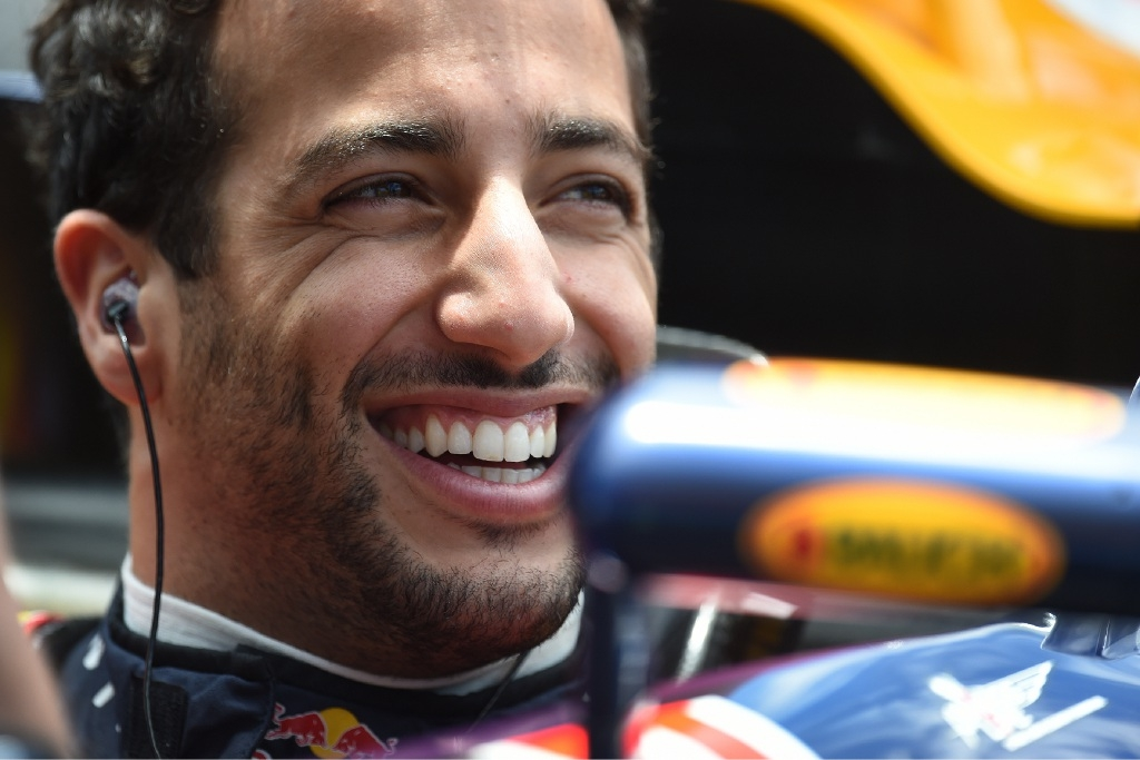 Ricciardo wows fans with speed and tricks