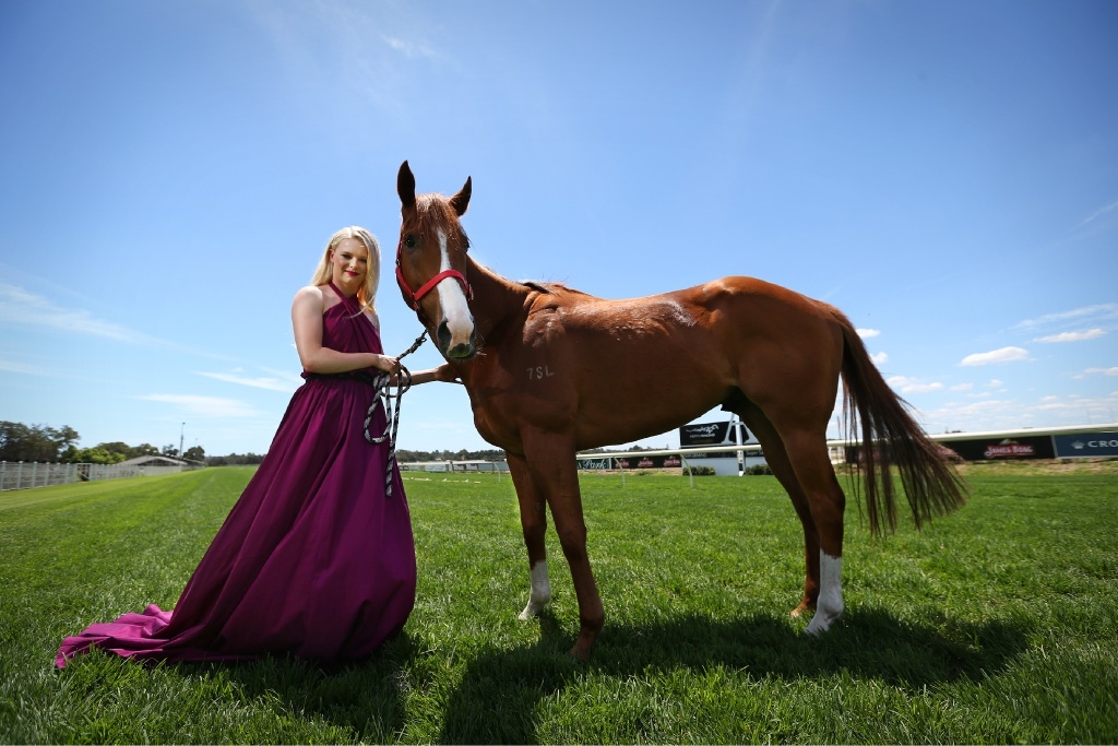 Lucy Warwick at Ascot with galloper Koi Mac.Picture: Andrew Ritchie    d446295