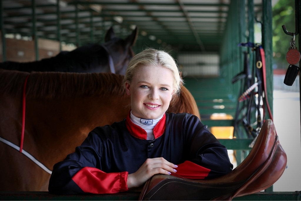 Lucy Warwick can match it with the best in the fashion stakes as well as on the track.Picture: Andrew Ritchie  d446295