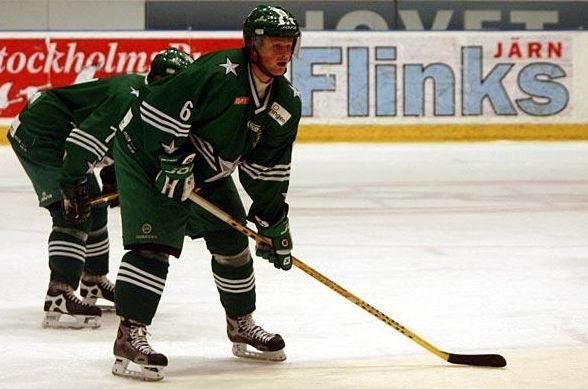 Daniel Goransson on the ice.
