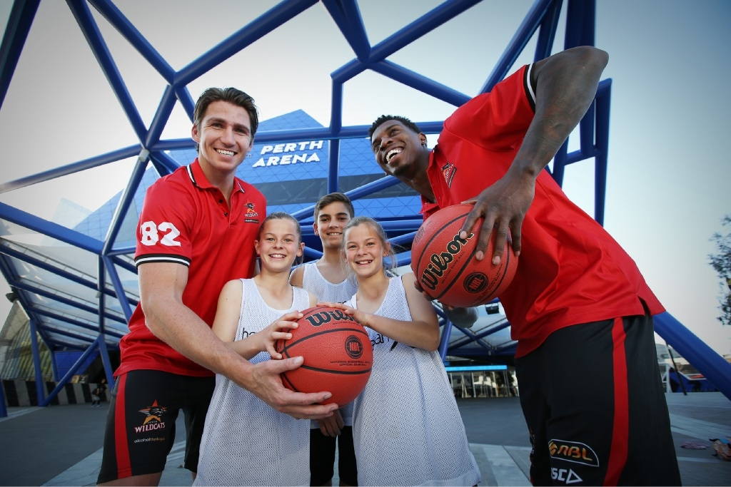 Wildcats Damian Martin and Casey Prather with junior basketballers.       d442825
