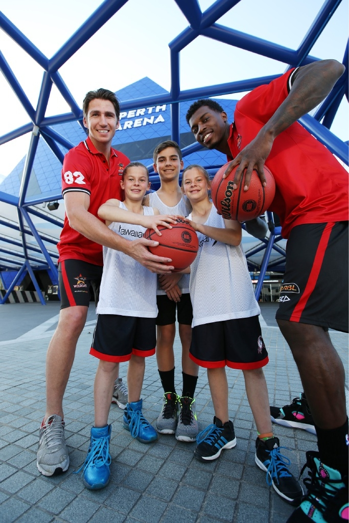 Wildcats Damian Martin and Casey Prather with Mia Pronk, Blake Costello and Ella Pronk. Picture: Andrew Ritchie        d442825