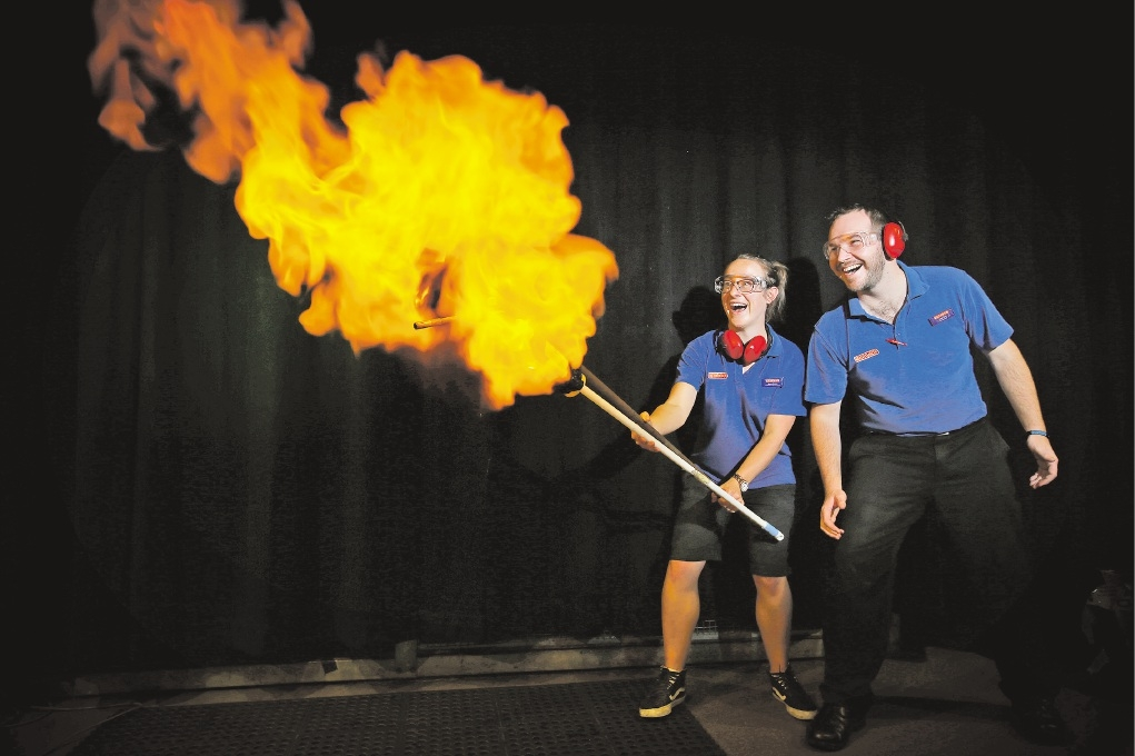 Scitech presenters perform fiery show at Beijing Science Festival