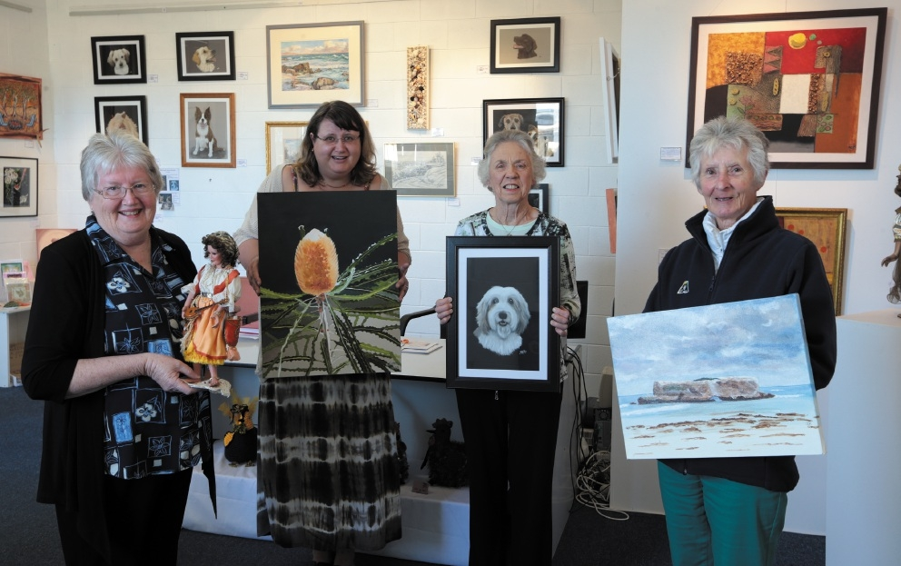 Sun City Artists Association members Beth Davis, Kirsty Griffiths, Margaret Funk and Jan |Stapleton.        Picture: Martin Kennealey www.communitypix.com.au   d442896