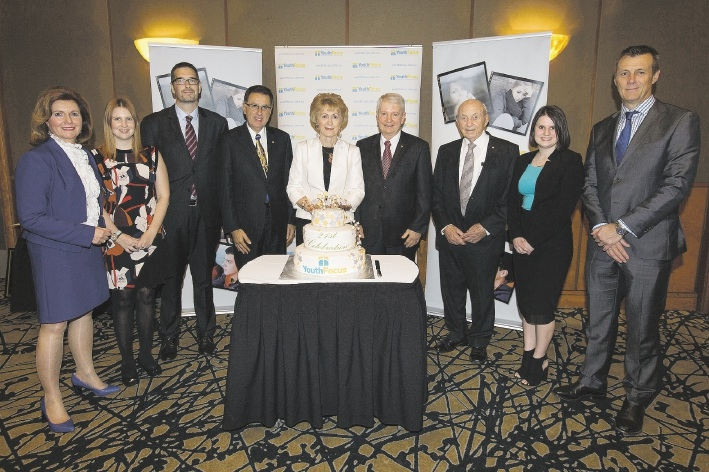 WA Governor Kerry Sanderson cuts the Youth Focus cake.