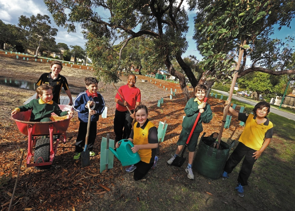 Joining the neighbourhood planting day at Harry Bridle Park were Michael Salmon, Matty Zmitko, George Joannides, Khotso Mahlangu, Catherin Salmon, Tobias Zmitko and Aaron Bollmann. Picture: Matt Jelonek www.communitypix.com.au   d442363