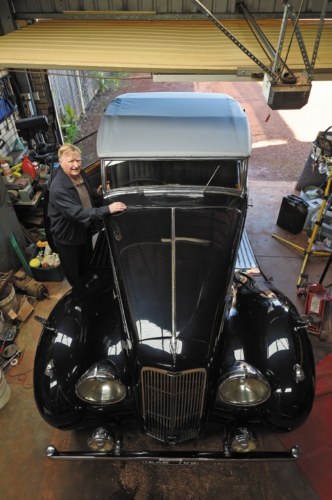 Archie Marshall with his 1936 Humber Imperial. Picture: Jon Hewson www.communitypix.com.au   d441574