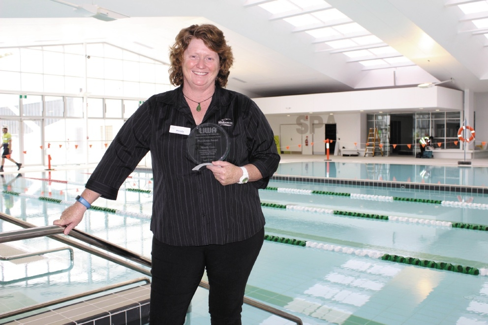 Wendy Cole with  Leisure Institute of WA Aquatics Presidents Award.