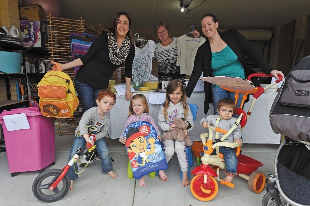 Bonnie Newman, Lianne Clark and Rebecca Rosa, with children Alessandro Rosa, Quinn and Mackenzie Newman and Lorenzo Rosa.  Picture: Jon Hewson www.communitypix.com.au   d441966