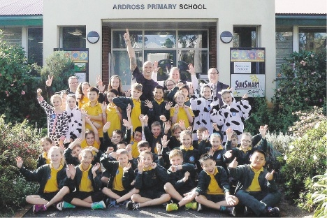 Olympian Michael Klim was a hit with the kids from Ardross Primary School when he visited as part of a Dairy Australia competition.