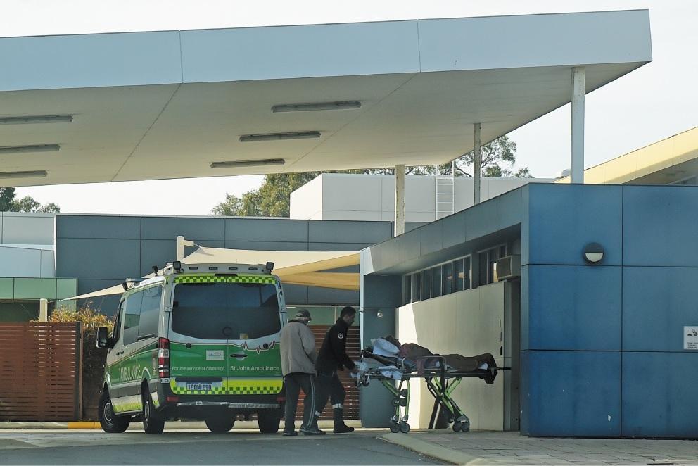 An ambulance pulls up outside Rockingham Hospital. Photographer: Jon Hewson. d441733