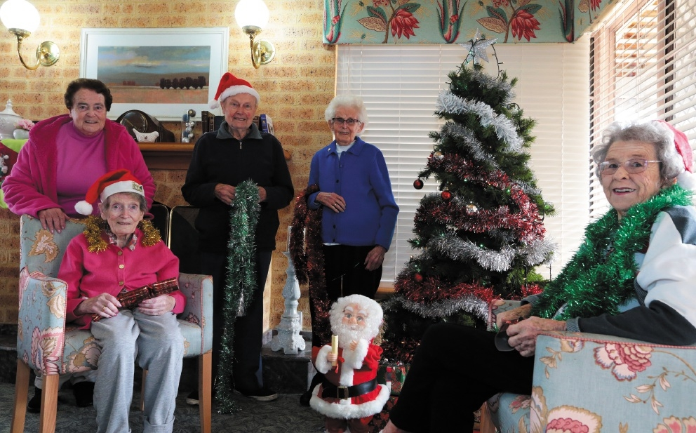 Catholic Homes residents Win Nolan,John Webster,Eileen Gardner,Connie Dennis and Joyce Durrant celebrated Christmas in July   Picture: Martin Kennealey        d441512