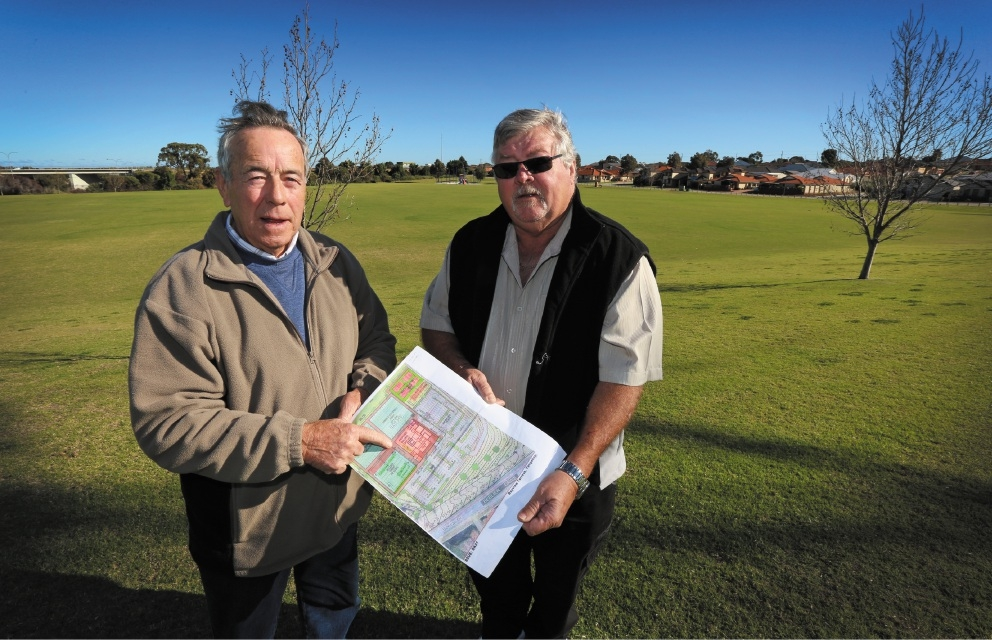 Bowling and Recreation Club president Pat McBride and club secretary Greg Stoker. |Picture: Matt Jelonek        www.communitypix.com.au   d440818