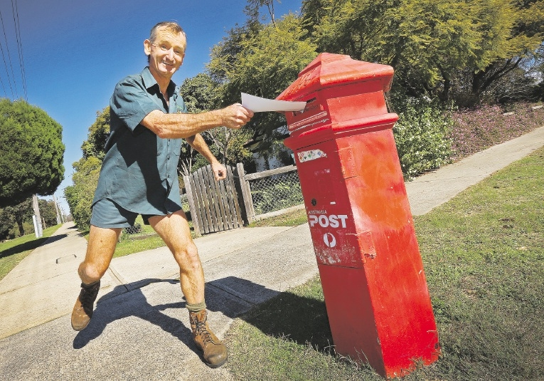 Gerry Coleman at the post box. Picture: Matt Jelonek           d440955