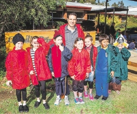 Tim Guest with some students from Gosnells Primary School.