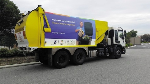 City of Fremantle rubbish trucks now carry signs promoting recycling.