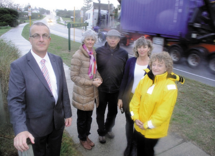 John Hammond, Pam Rattigan, Peter Rattigan, Sally Pyvis and Sandy Bolter represent Cottesloe ratepayers against the Perth Freight Link.