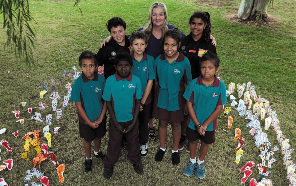 Wanneroo Mayor Tracey Roberts joined students Marcus Harp, Owen Hinton, Jacquyn Butt, James Wilkes, Jasmine Colbung, Shaneka Shea and Brandon Harp to celebrate Naidoc Week.Picture: Martin Kennealeywww.communitypix.com.au   d439802