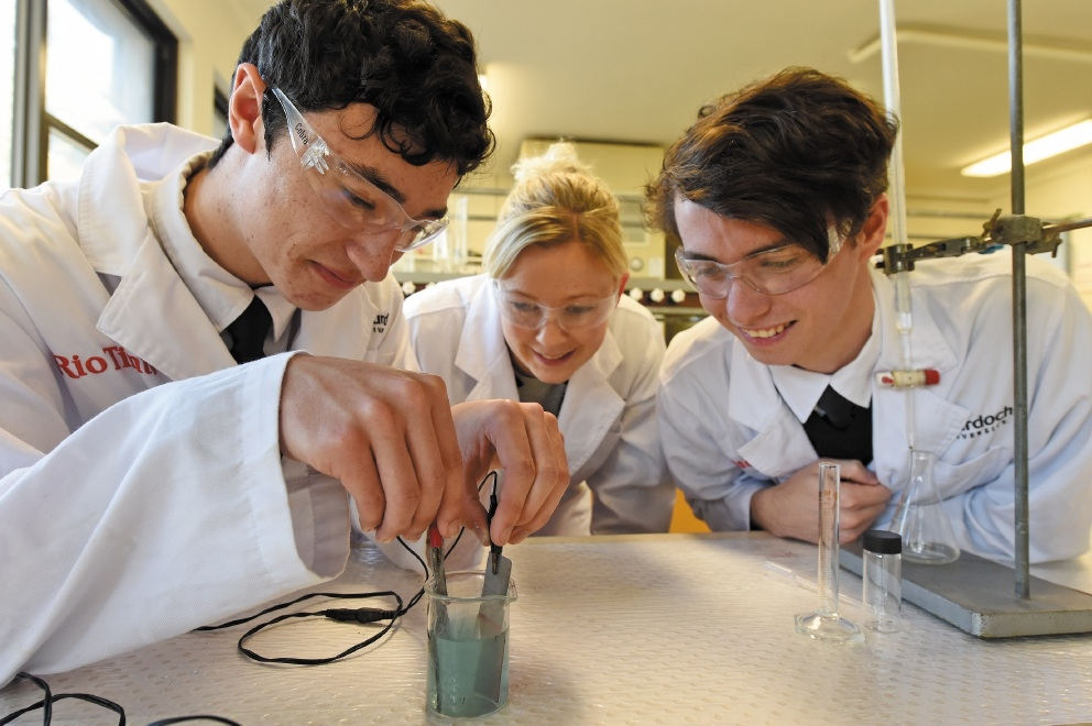 Ben Vaughan, chemistry teacher Karen Johnson and Tristen Pateman. Picture: Jon Hewson        www.communitypix.com.au   d440051