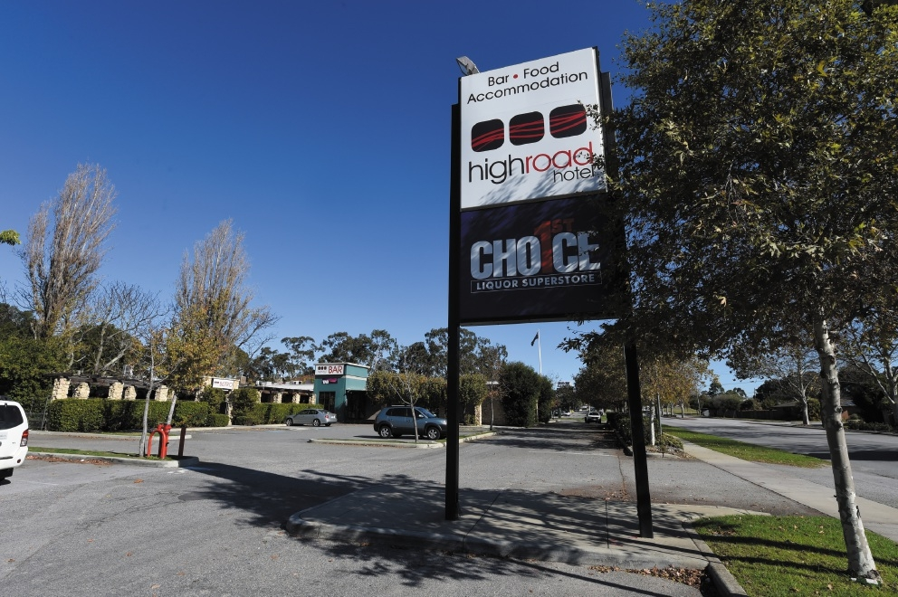 Call for Coles to save High Road Hotel