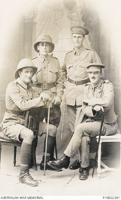 Far left is Lieutenant (Lt) Derwas Goring Charles Cumming and on the far right is his brother, Lt Redmond Harry Owen Cumming, with two unidentified soldiers. |Source: Australian War Memorial.
