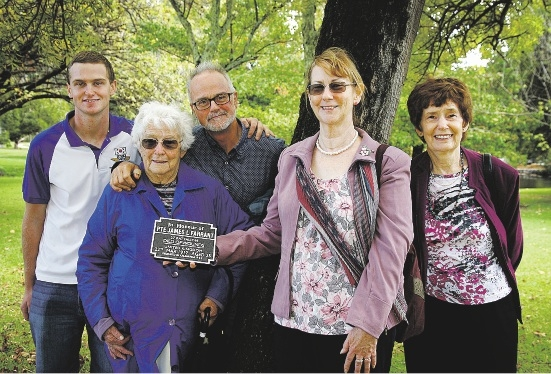 Descendants of fallen soldier Pte James L. Farrant: Steven Morganti (great great- nephew), Dorothy Warman (niece), Andy Farrant (great nephew), Jill Farrant (niece, holding plaque) and Merle Tyers (niece).