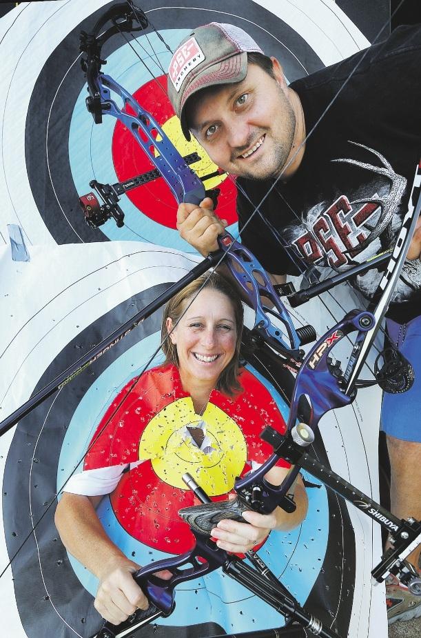 Archers Deonne Bridger and Robert Timms. Picture: Bruce Hunt www.communitypix.com.au   d435560