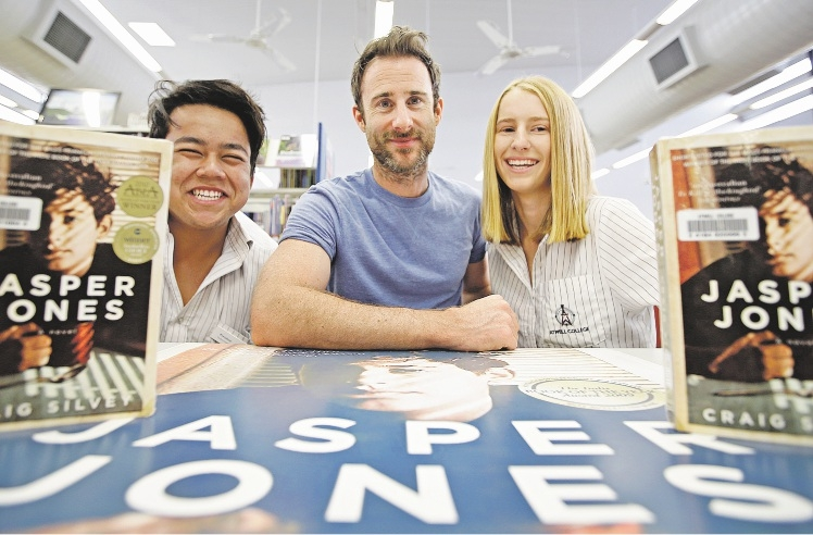 Author Craig Silvey with Atwell College Year 12 students Alvian Saiman and Jasmyn Longfield.