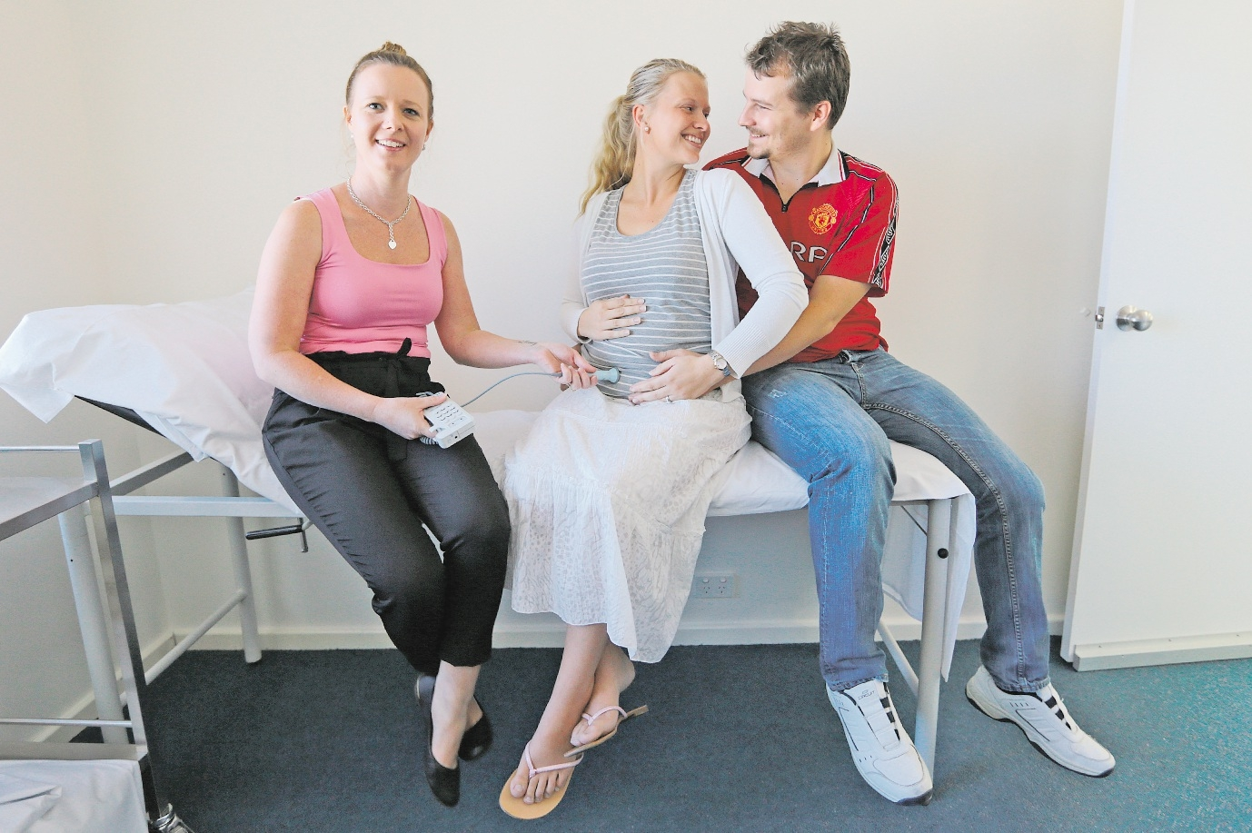 Midwife Keryn Omacini with expecting parents Jeanette and Steven Murray. Picture: Marcelo Palacios  www.communitypix.com.au   d435317