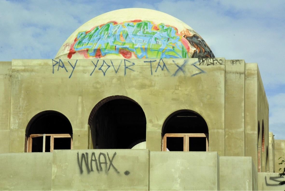 Derelict 'Taj' set for demolition
