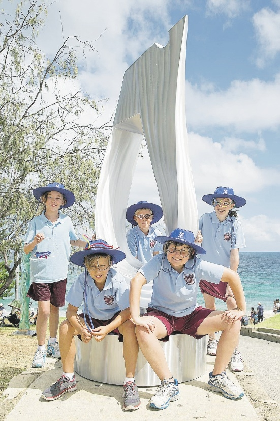 Pinjarra Primary School students at Sculptures by the Sea.