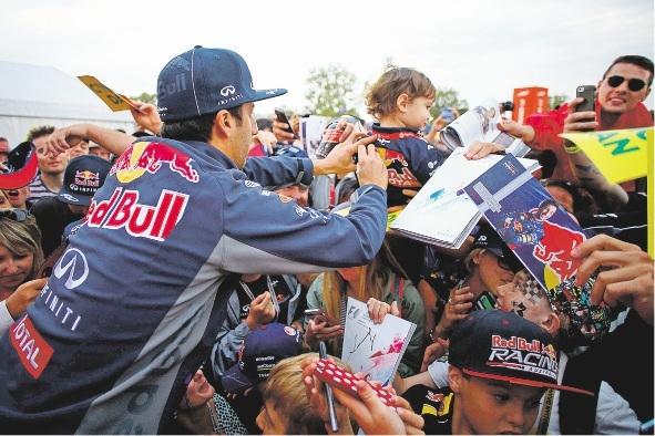 Daniel Ricciardo signs autographs at the Australian Grand Prix.