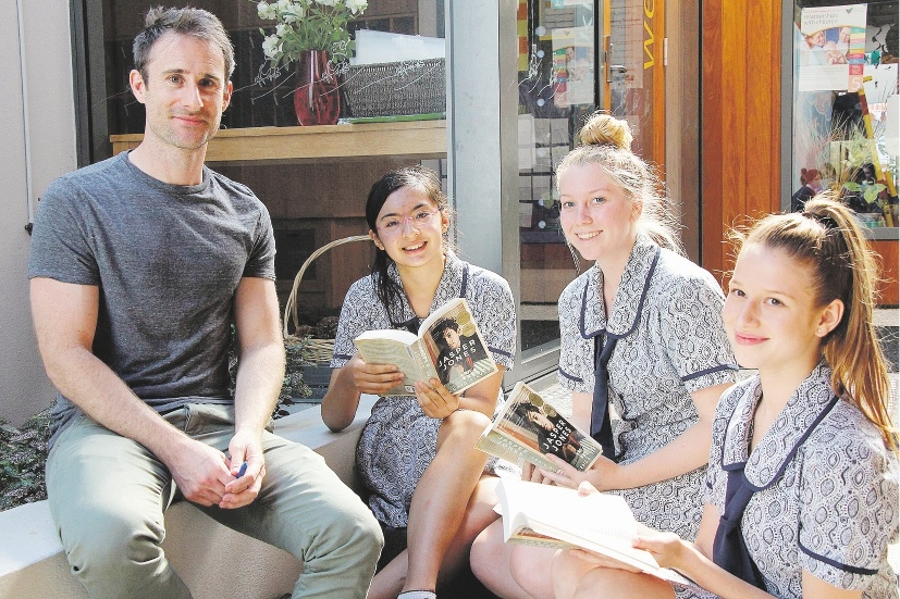 Craig Silvey with Year 11 students Giuliana Inga, Sally Anderson and Madelin Biagioni.