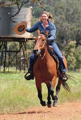 Rodeo organiser Amanda Oversby rides it home for Bindoon. Pictures: Bruce Hunt www.communitypix.com.au d427417