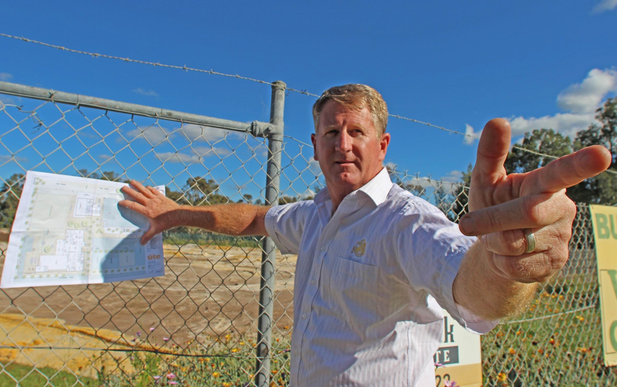 Councillor Kevin Bailey explains plans for the Bullsbrook Library and Community Centre.