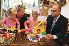 Assistant Minister for Education Sussan Ley and Moore MHR Ian Goodenough with youngsters Georgia Craik and Zeke Buckley. Picture: Matt Jelonek www.communitypix.com.au d424468