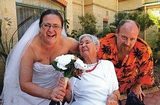 Dianne Bennett, Alison Plester and Colin Pountney. Picture: Elle Borgward www.communitypix.com.au d426217