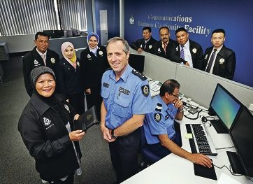 Sac Dato Shamsiah Bt Mohd Shariff and other officers from the Royal Malaysia Police with Inspector Mark Ridley. Picture: David Baylis d426349