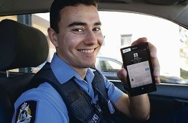 Constable Robert Murdoch goes online. Picture: Elle Borgward www.communitypix.com.au d426218