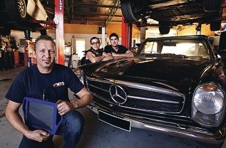 Master mechanic Peter Erlemeyer with car owner Zoe Tucker and mechanic Stewart Kikr.|Picture: Elle Borgward www.communitypix.com.au d421243