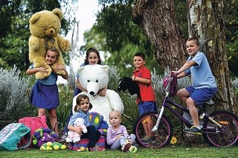 Flo Parker (centre, 3) with Karrinyup Primary School students, from left, Mikayla Evans (8), Lucy Parker (5), Georgie Stewart (8), Sam Parker (7) and Bryce Lowry (8) [NAMES OK]