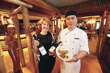 Joanne Bradbury, from showcased winery 3 Drops, with Sunny Wong, head chef at Hyatt restaurant Joe's Oriental Diner. Picture: Andrew Ritchie www.communitypix.com.au d424111