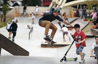 Ruben Delaney-Dillon shows his moves during a skate clinic at the Fremantle Esplanade Youth Plaza. Picture: Martin Kennealey www.communitypix.com.au d417003b