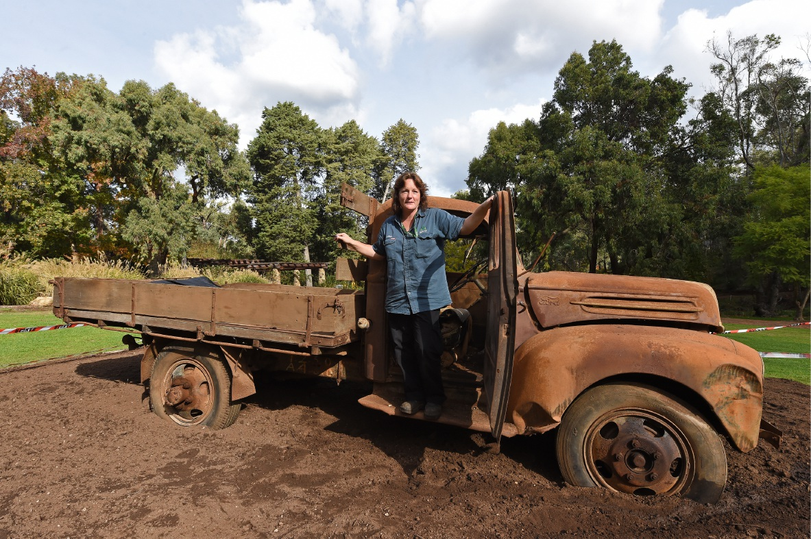 Gardener Lenore Pearson gets ready for spring.  Picture: Jon Hewson        www.communitypix.com.au   d454254